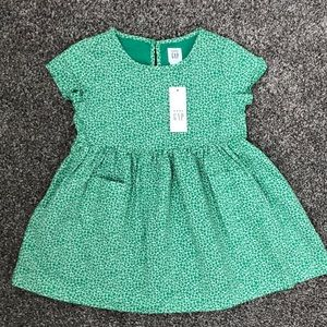 NEW!!  BabyGap Short Sleeve Dress - Size 2 Years